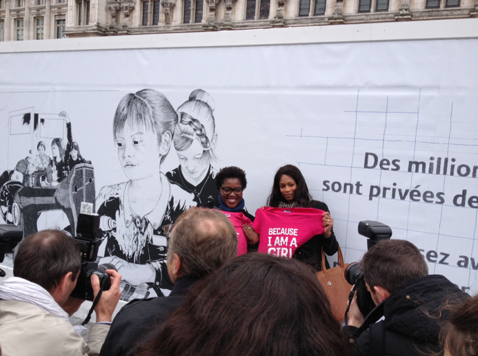 llllitl-PLAN-publicité-marketing-enfants-petites-filles-because-im-a-girl-clm-bbdo-hotel-de-ville-paris-évènement-billboard-2