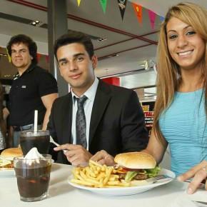 McDonald's : bientôt le service à table, dans des assiettes !