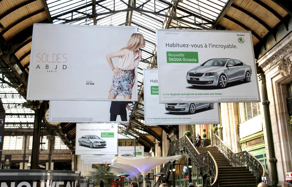 llllitl-skoda-affichage-billboard-paris-gare-de-lyon-hors-du-commun-original-créatif-innovant-publicité-marketing-outdoor-agence-la-chose
