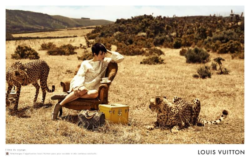 louis-vuitton-publicité-luxe-marketing-afrique-animaux-savane-safari-voyage-Edie-Campbell-Karen-Elson-Peter Lindbergh-3