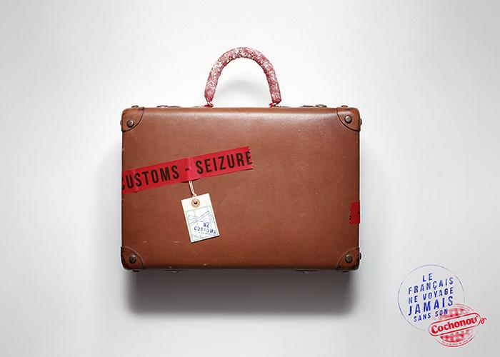 cochonou-publicité-saucisson-douanes-produit-interdit-marketing-affiche-français-voyage-sans-agence-young-rubicam-7