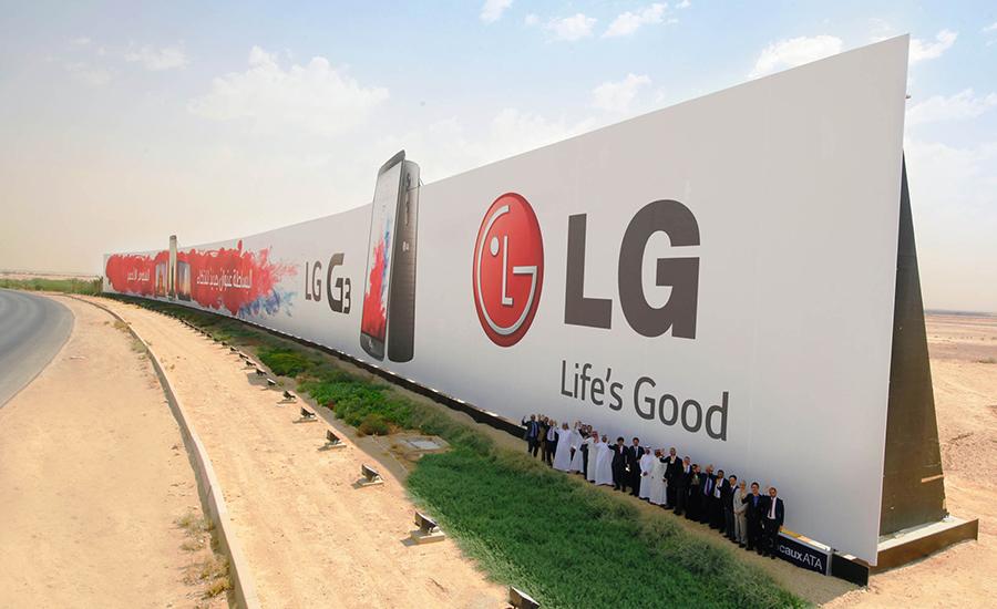 au-publicitaire-record-du-monde-riyad-arabie-saoudite-world-biggest-billboard-advertising-guinness-world-record-2