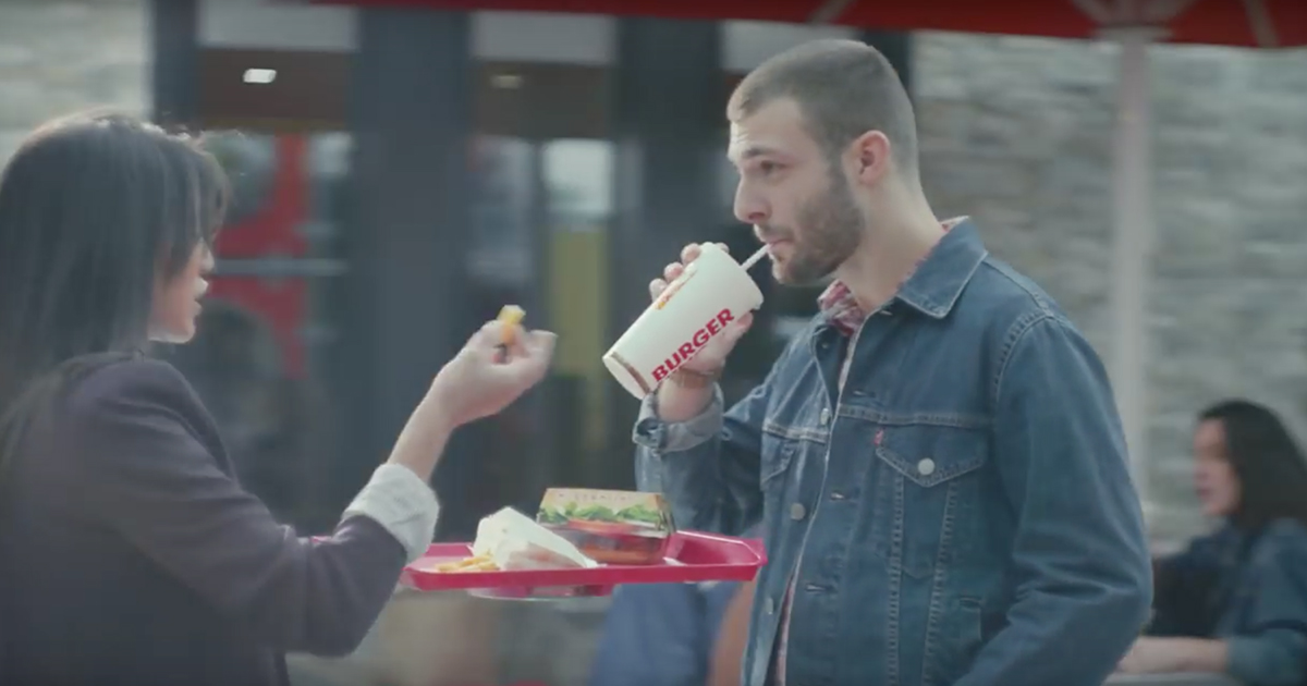 burger-king-hovertray-back-to-the-future-retour-vers-le-futur-plateau-volant-2015-agence-buzzman-2