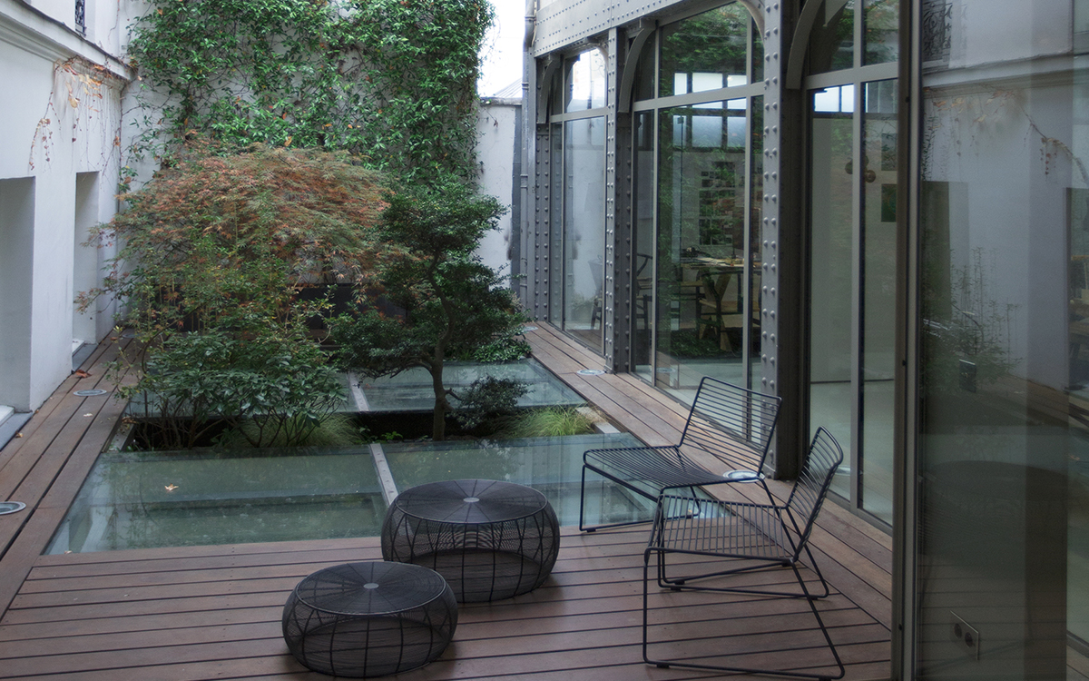 les bureaux d akqa paris et tokyollllitl. Black Bedroom Furniture Sets. Home Design Ideas