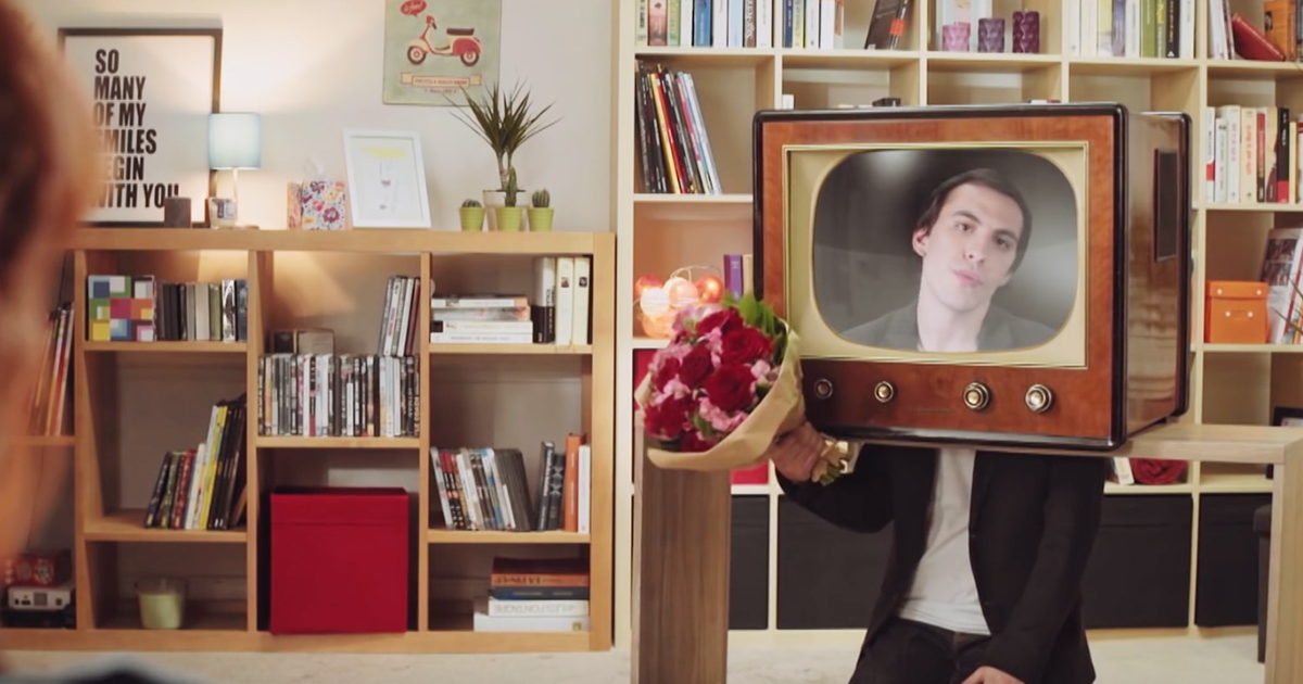 interflora-saint-valentin-2016-havas-paris-golden-moustache-publicite-dites-lui-a-la-tv