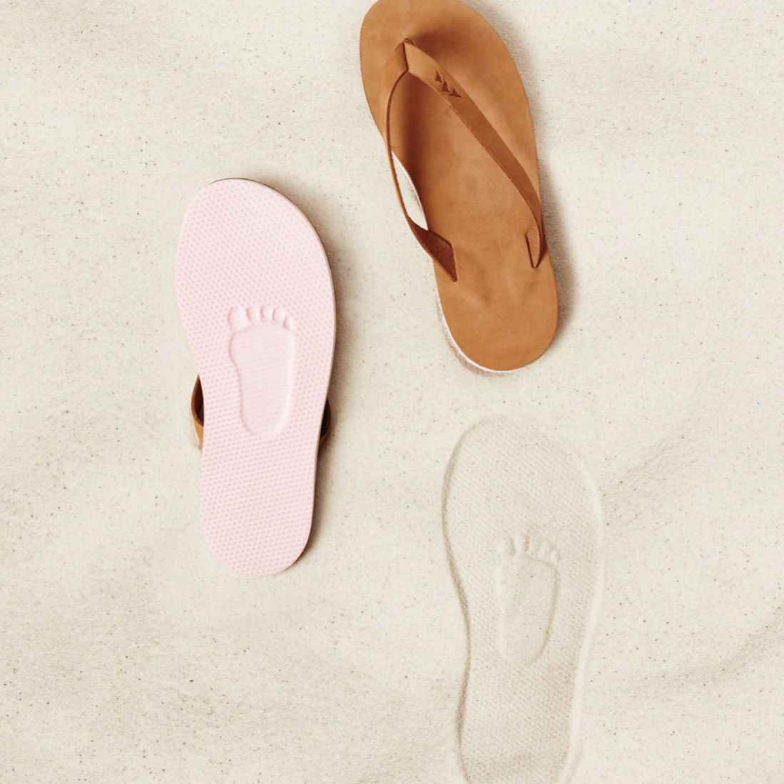 evian-bebes-surfers-tongs-plage-sable-pied-bebe-betc