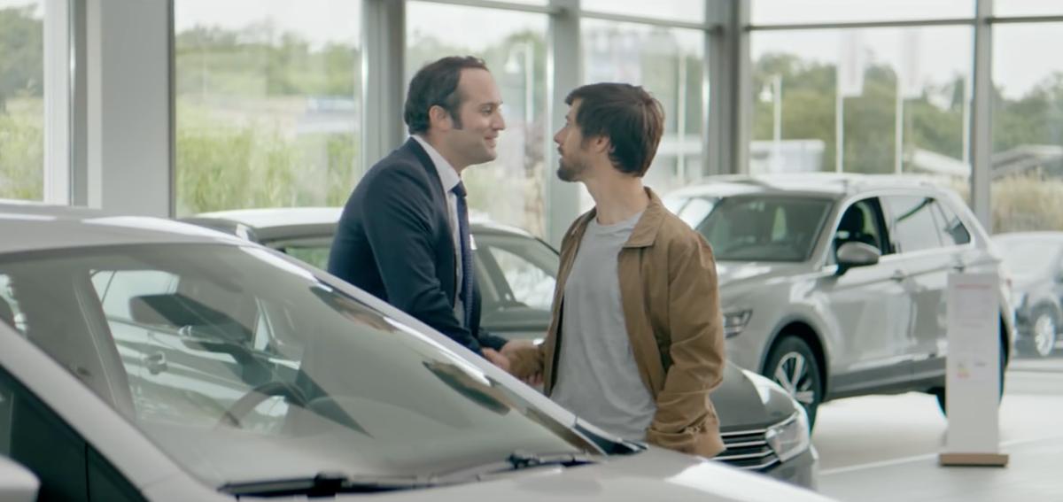 volkswagen-publicite-amis-vendeur-je-la-prends-difficile-resister-agence-ddb-paris-3