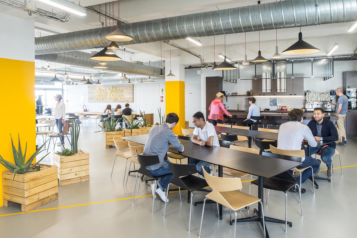 le-bon-coin-paris-bureaux-chez-regis-cafe-bistro-restaurant-cafeteria-decoration-mobilier-office-design-colliers-international-1