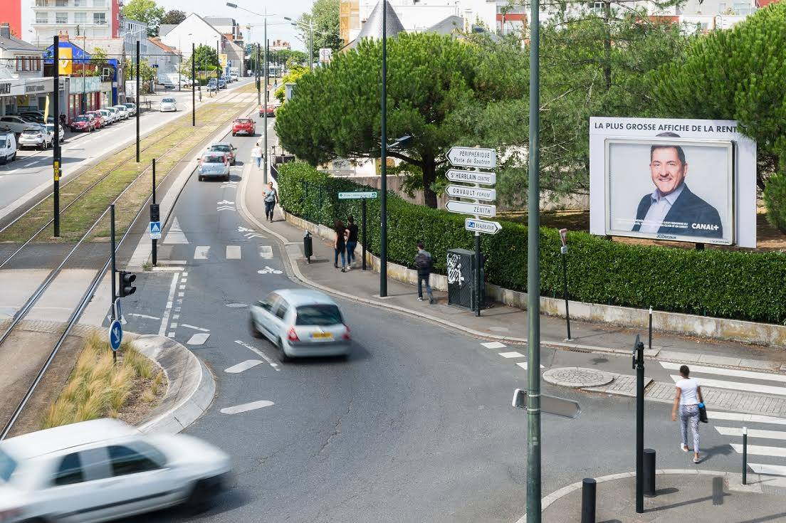 canal-plus-publicite-grosse-affiche-rentree-2017-animateurs-outdoor-jcdecaux-betc-paris-1