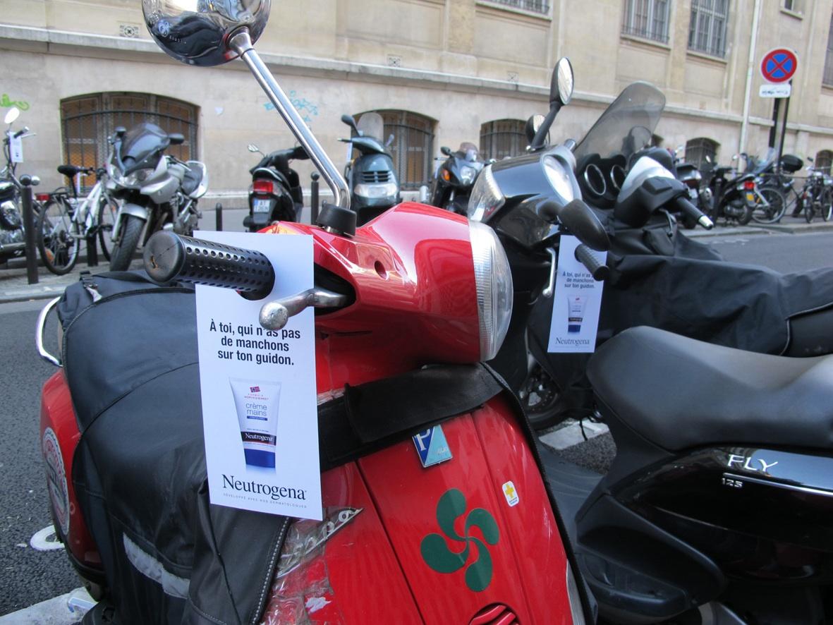 llllitl-neutrogena-ddb-paris-street-marketing-hiver-scooters-vélos-paris