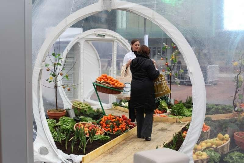 llllitl-panasonic-evenement-evenementiel-paris-la-défense-parvis-bulles-géantes-potagers)réfrigérateurs-frigo