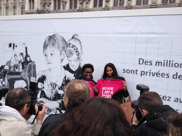 llllitl-PLAN-publicité-marketing-enfants-petites-filles-because-im-a-girl-clm-bbdo-hotel-de-ville-paris-évènement-billboard-2