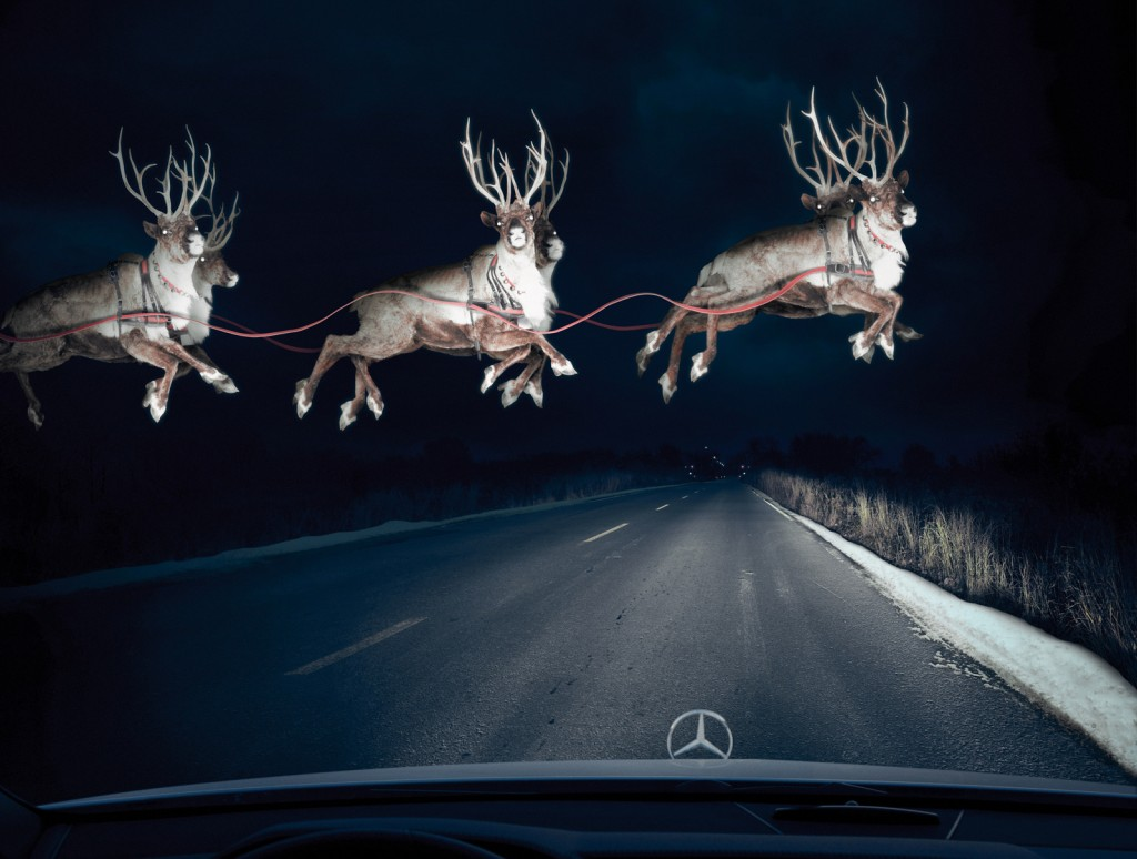 llllitl-all-the-christmas-commercials-2012-toutes-les-publicités-de-noël-2012-mercedes_reindeer_in_headlights-bbdo