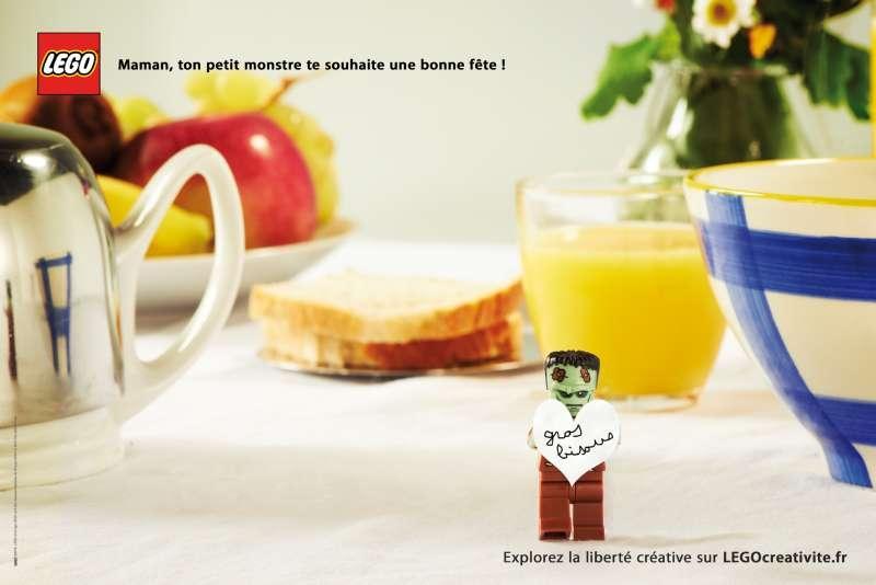 llllitl-lego-publicité-print-marketing-affiche-fête-des-mères-2013-personnages-lego-monstre-chipie-agence-grey
