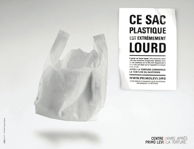 llllitl-centre-primo-levi-publicité-affiche-annonce-presse-marketing-musée-torture-victime-journée-internationale-nations-unies-sac-éponge-lampe-agence-grey-paris