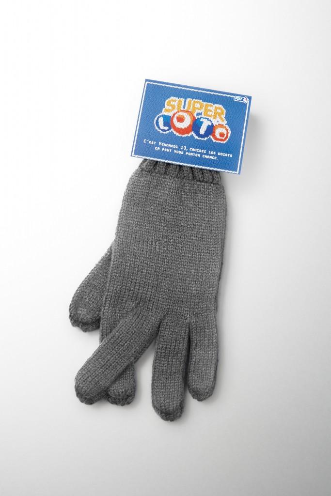 loto-francaise-des-jeux-vendredi-13-publicité-marketing-gants-cousus-doigts-croisés-gloves-fingers-crossed-agence-betc-1
