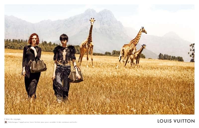 louis-vuitton-publicité-luxe-marketing-afrique-animaux-savane-safari-voyage-Edie-Campbell-Karen-Elson-Peter Lindbergh-1