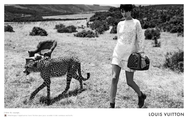 louis-vuitton-publicité-luxe-marketing-afrique-animaux-savane-safari-voyage-Edie-Campbell-Karen-Elson-Peter Lindbergh-2