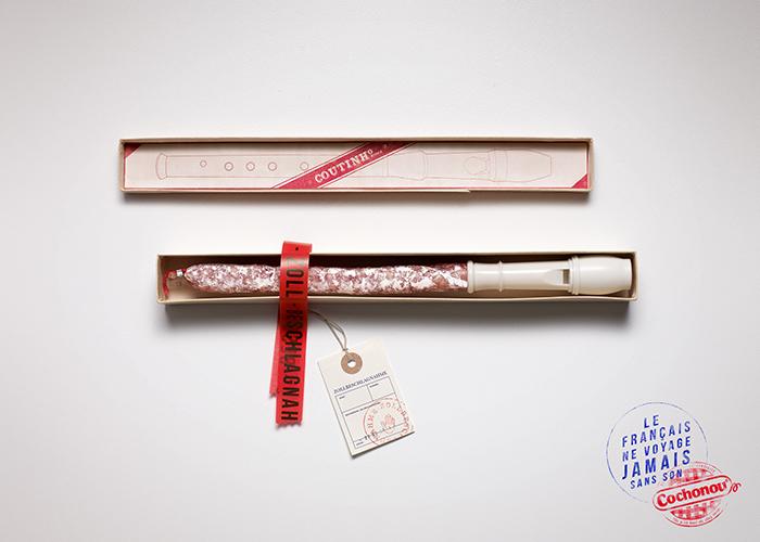 cochonou-publicité-saucisson-douanes-produit-interdit-marketing-affiche-français-voyage-sans-agence-young-rubicam-2
