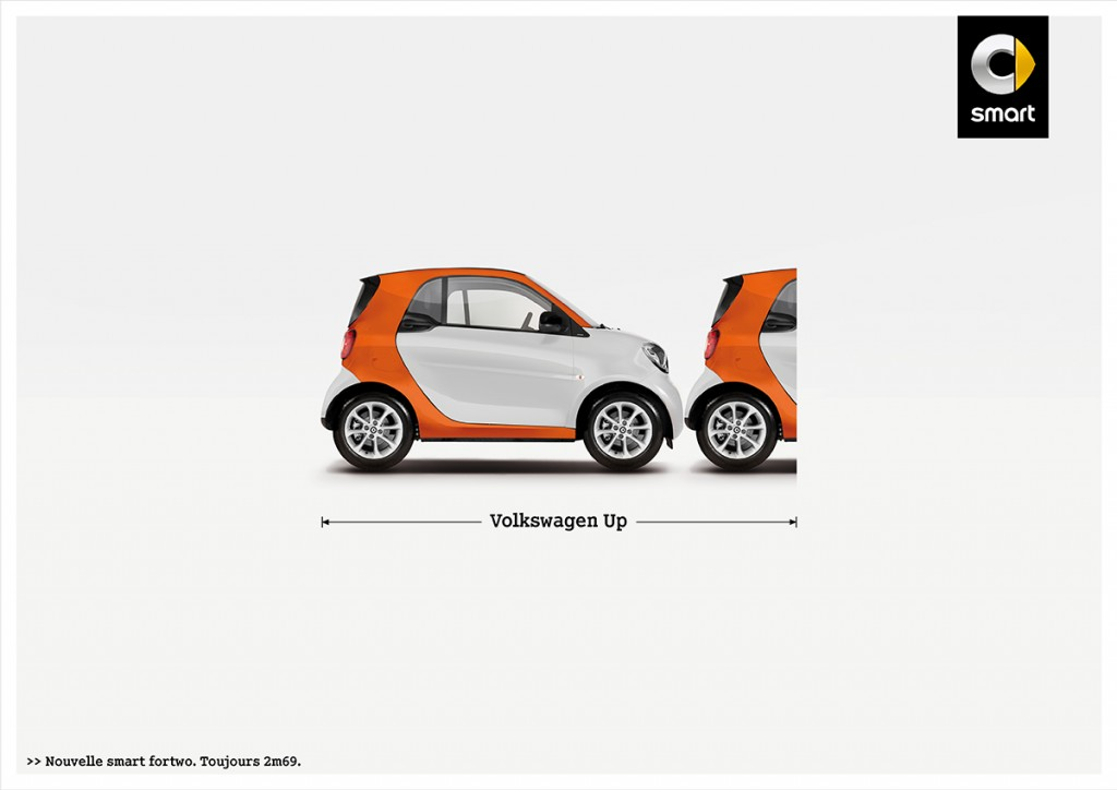 smart-fortwo-publicité-marketing-affiche-print-petite-voiture-publicité-comparative-taille-2m69-renault-volkswagen-toyota-fiat-agence-clm-bbdo-3
