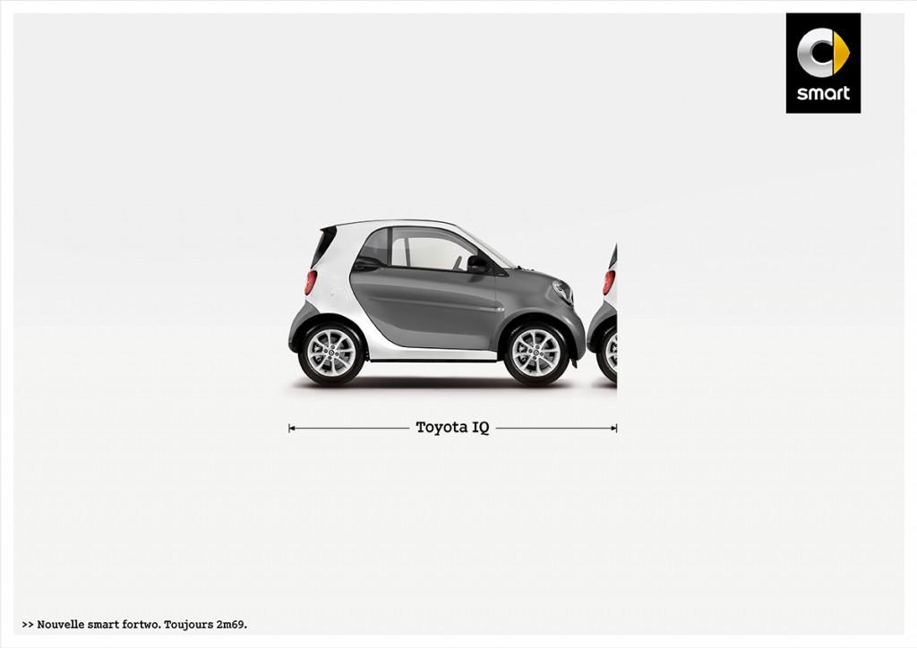 smart-fortwo-publicité-marketing-affiche-print-petite-voiture-publicité-comparative-taille-2m69-renault-volkswagen-toyota-fiat-agence-clm-bbdo-4