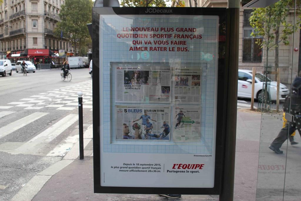 lequipe-journal-publicite-bus-taille-format-tabloid-septembre-2015-nouveau-plus-grand-quotidien-francais-ddb-paris-2