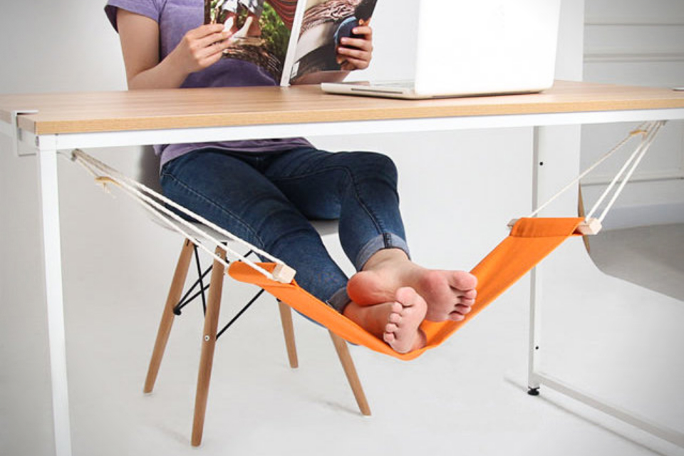 Fuut-Under-Desk-Foot-Hammock-creative-agency-life-sleep
