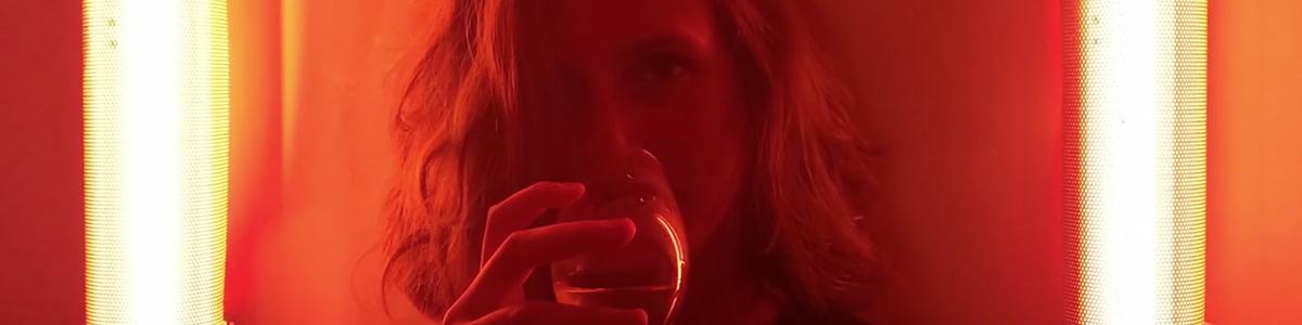 addict-aide-louise-delage-instagram-alcool-photos-like-my-addiction-agence-betc-1