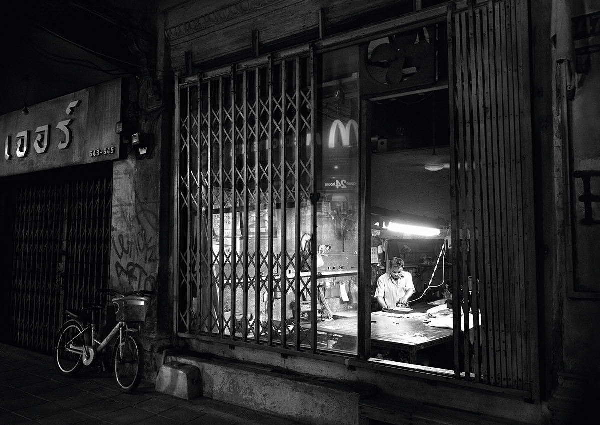 mcdonalds-print-campaign-loving-the-night-black-white-photo-reflection-open-24-hours-tbwa-dan-bangkok-thailand-1