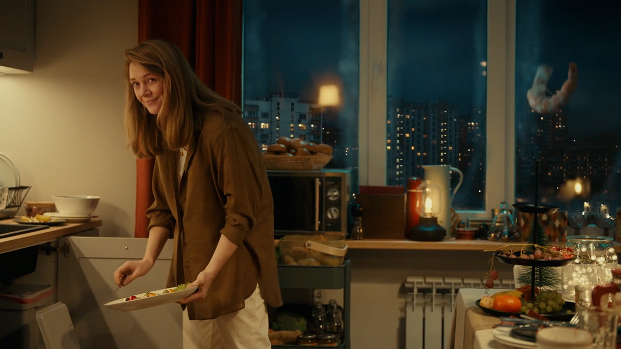 ikea-ad-commercial-christmas-new-year-2020-waste-throw-away-instinct-bbdo-russia-5